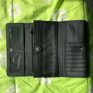 Kenneth Cole Bags - REACTION Kenneth Cole women's wallet